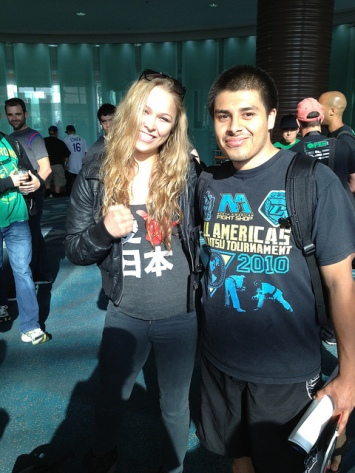 Ronda Rousey & fan; photo via Pedro Gaytan